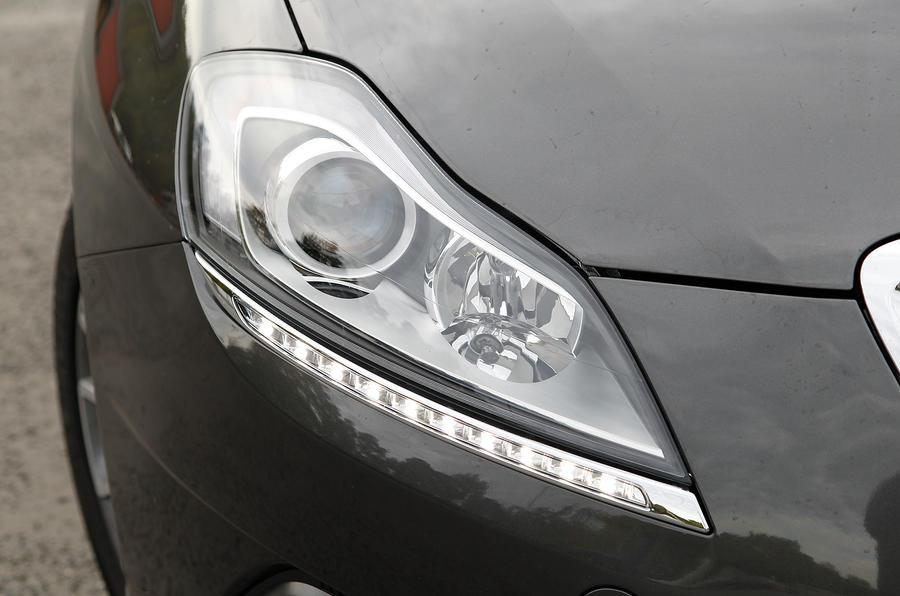 Chrysler Delta headlights