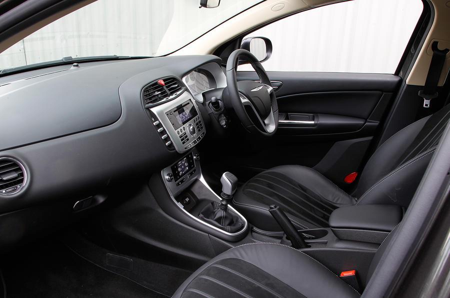 Chrysler Delta front seats