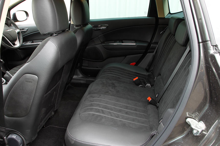 Chrysler Delta rear seats