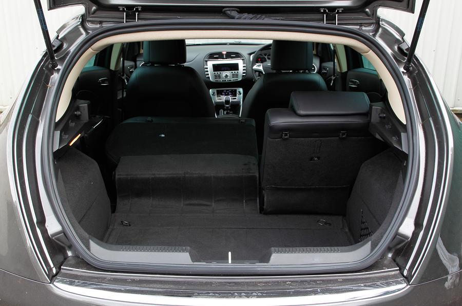 Chrysler Delta boot space