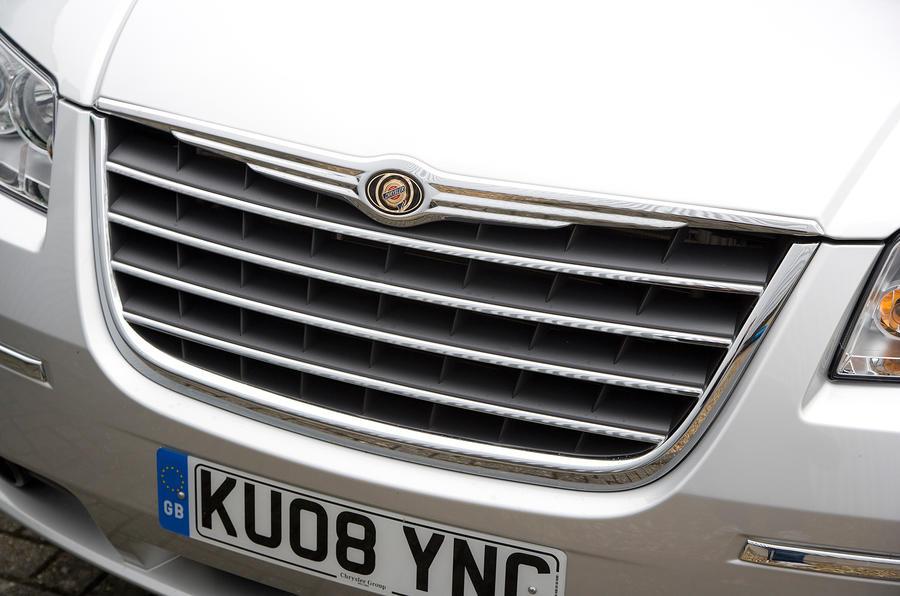 Chrysler Voyager front grille