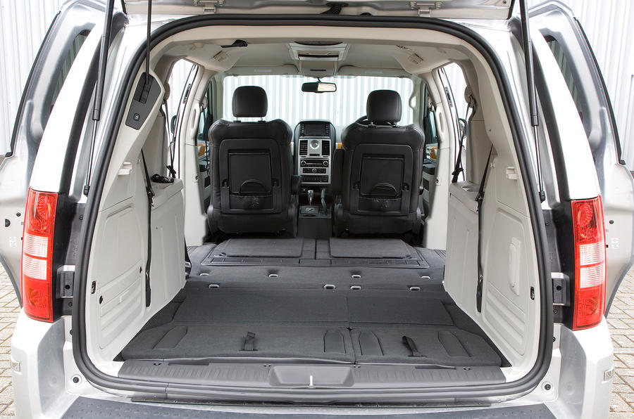 Chrysler Voyager boot space