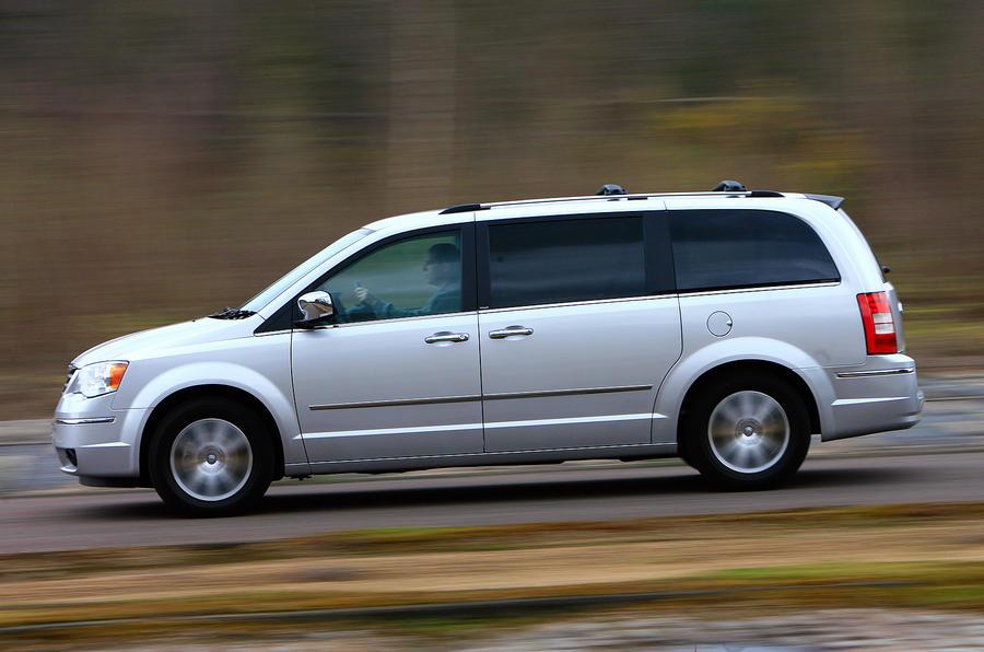 Chrysler Voyager side profile