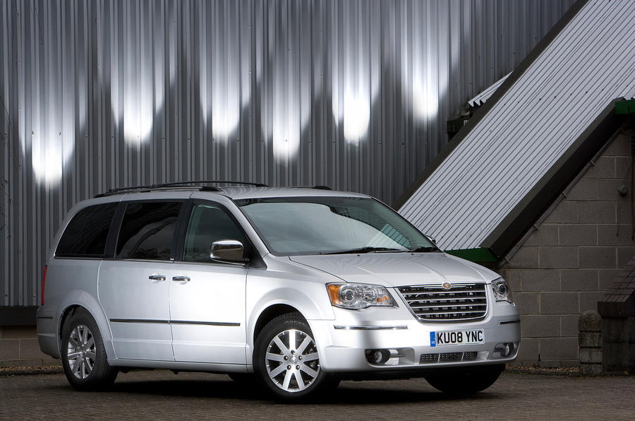 3 star Chrysler Voyager