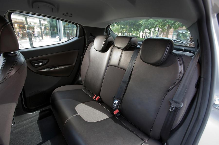 Chrysler Ypsilon rear seats