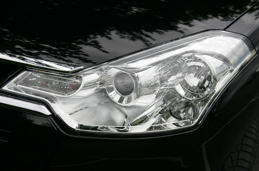 Citroën C-Crosser headlights