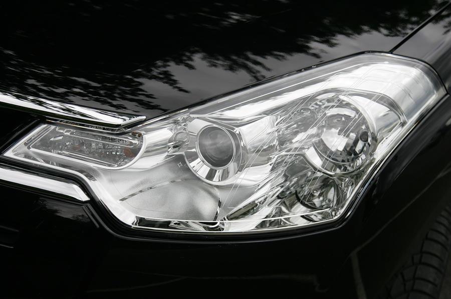 Citroën C-Crosser headlights