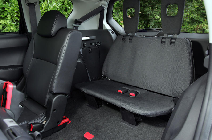 Citroën C-Crosser rear seats