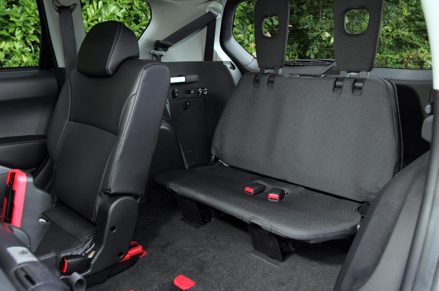 Citroën C-Crosser rear seats