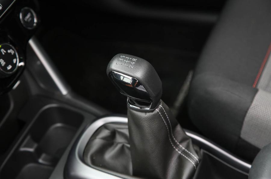 CItroen C3 Aircross 2018 review gear stick