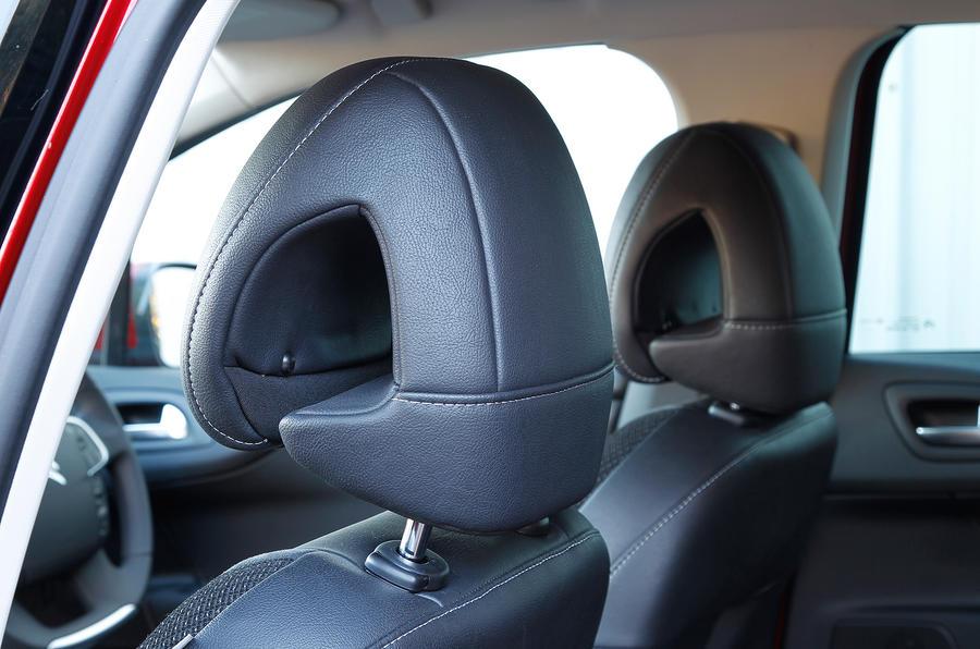 Citroën C4 headrests