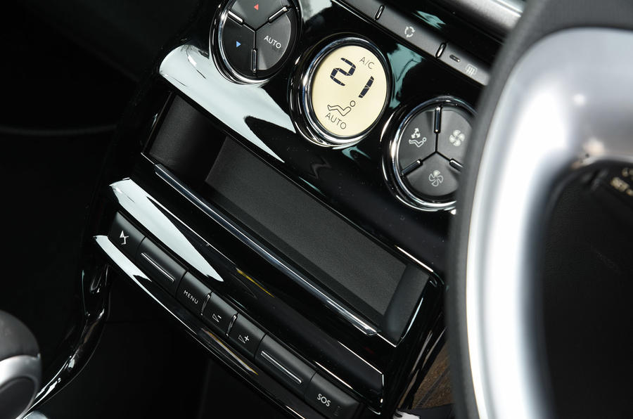 DS 3 climate control switchgear