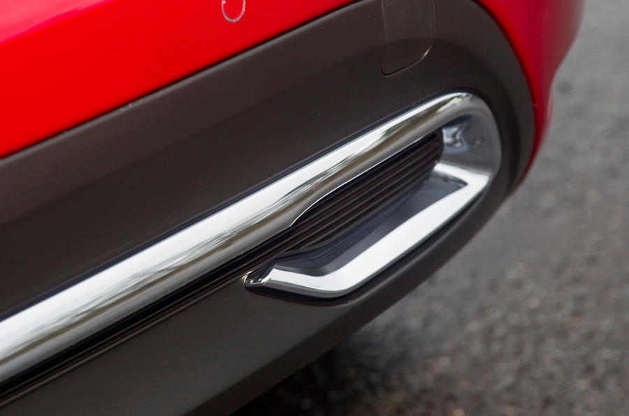 DS4 exhaust trim