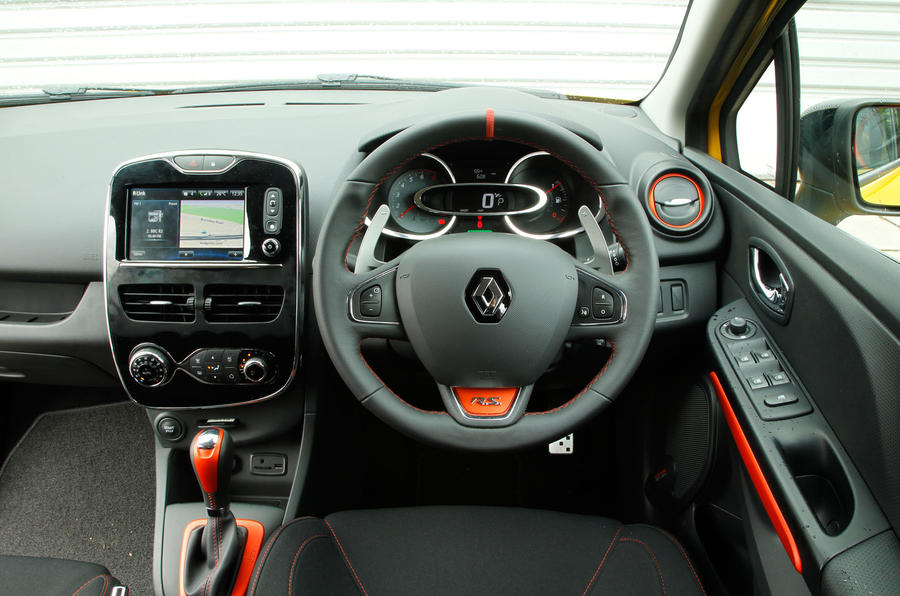 Renault Clio RS dashboard