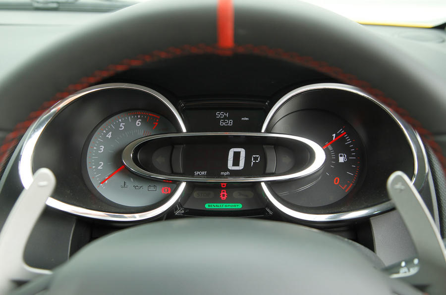 Renault Clio RS instrument cluster