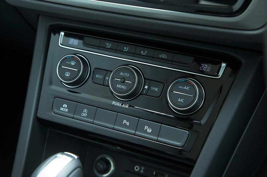 Volkswagen Touran climate control switchgear