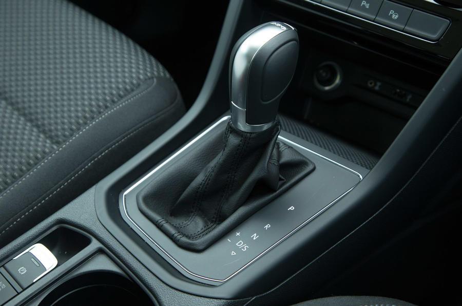 Volkswagen touran interior autocar for Interior touran