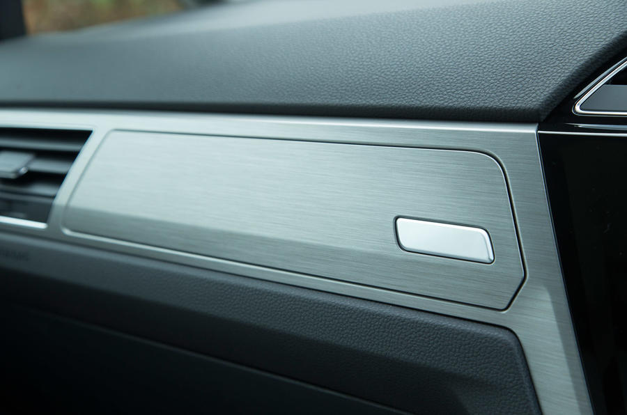 Volkswagen Touran glove box