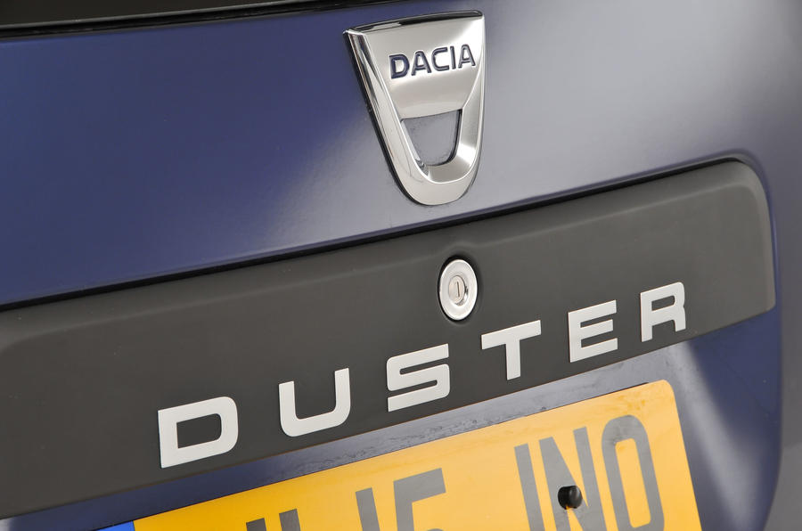 dacia-duster-badge taciki.ru