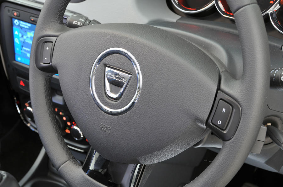 Dacia Duster steering wheel