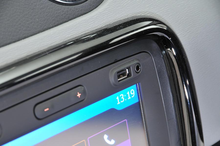 Dacia Duster USB port