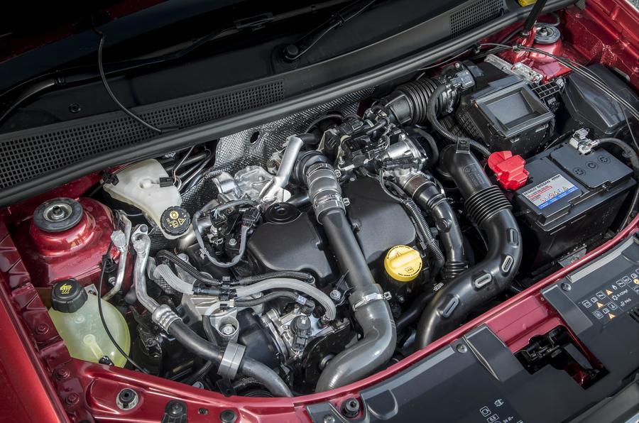 Dacia Logan MCV engine bay