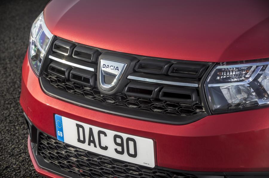Dacia Logan MCV front grille