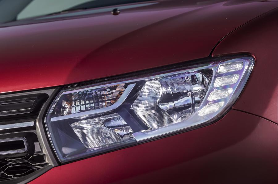 Dacia Logan MCV headlight