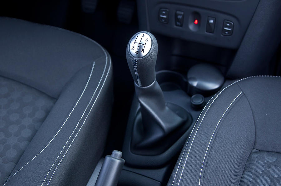 Dacia Sandero manual gearbox