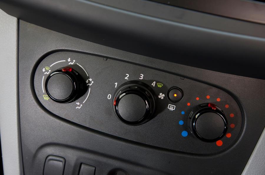 Dacia Sandero temperature controls