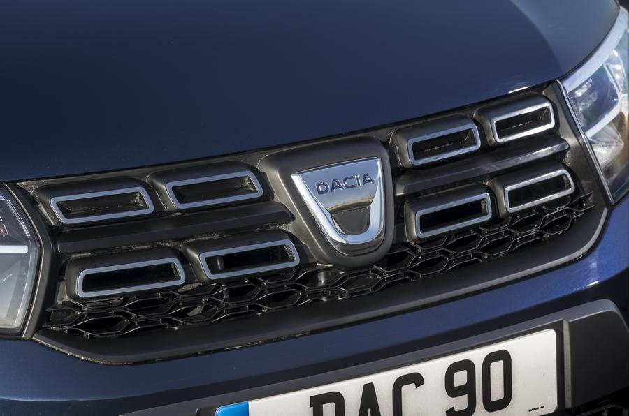Dacia Sandero Stepway front grille