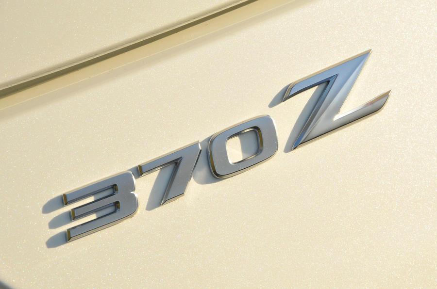 370Z badging