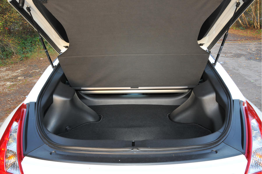 Nissan 370Z Nismo boot space