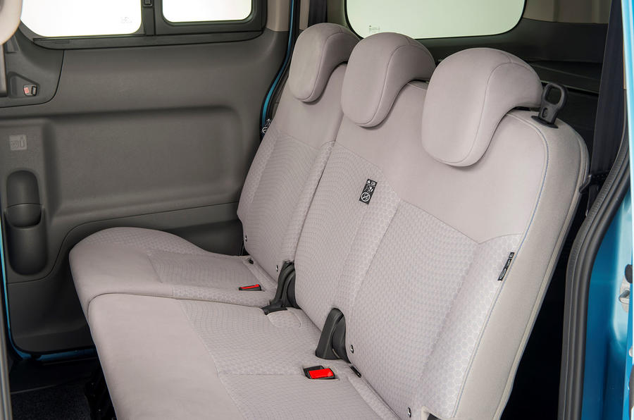 Nissan e-NV200 middle row seats