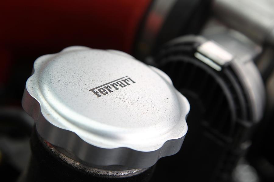 Ferrari 458 oil cap