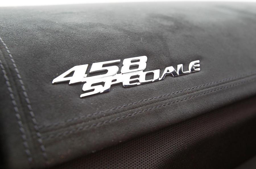 Ferrari 458 Speciale badging