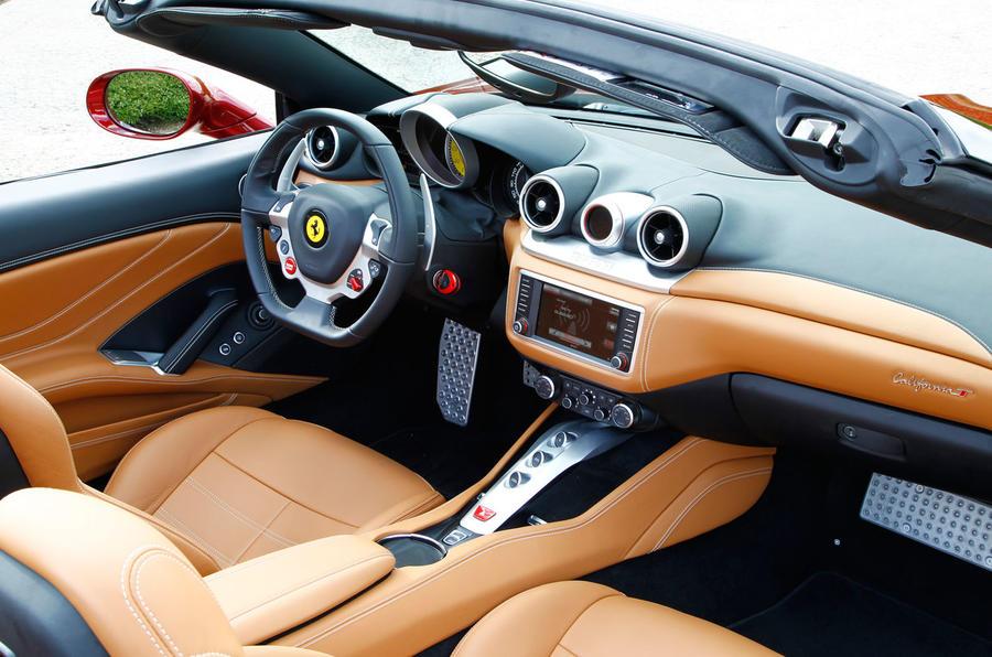 Ferrari california t review 2017 autocar for Ferrari california t interieur