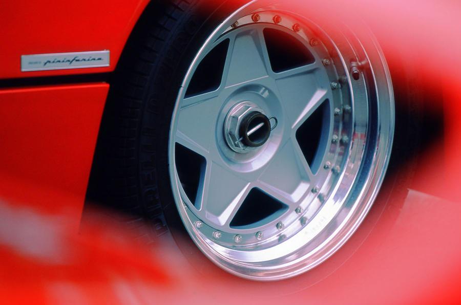 Ferrari F40 star alloy wheels