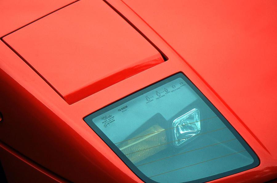 Ferrari F40 pop-up headlights