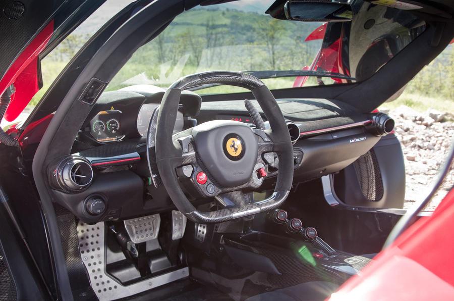 LaFerrari v McLaren P1 v Porsche 918 Spyder