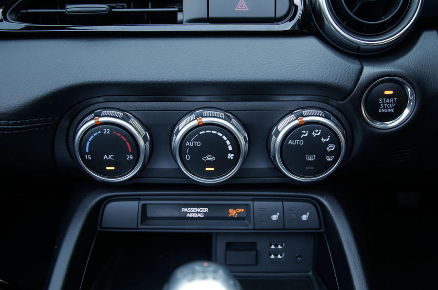 Fiat 124 Spider climate controls