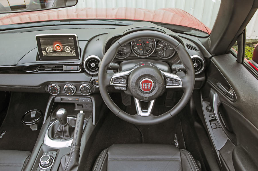 Fiat 124 Spider dashboard