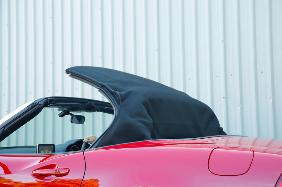 Fiat 124 Spider folding roof