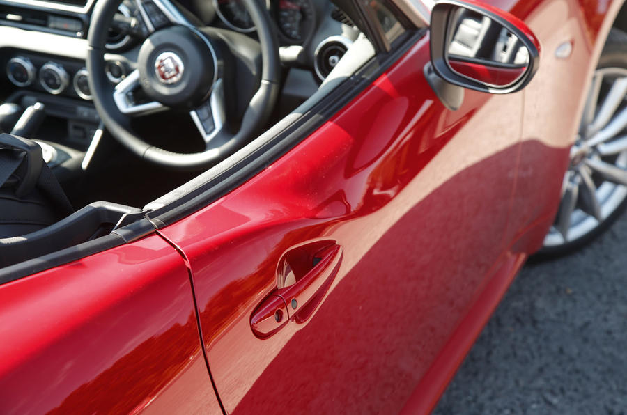 Fiat 124 Spider side skirts