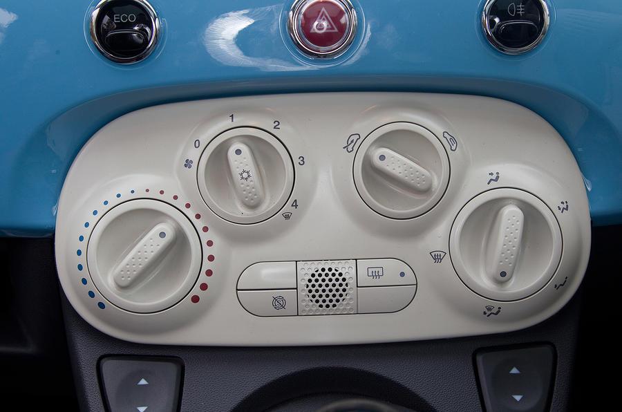 Fiat 500 centre console controls