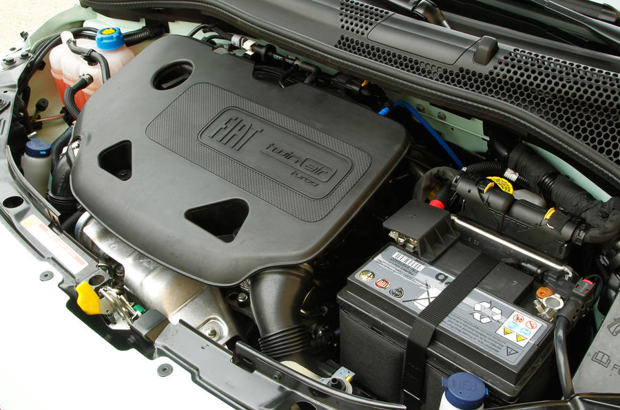 0.9-litre Fiat 500 Cult TwinAir engine