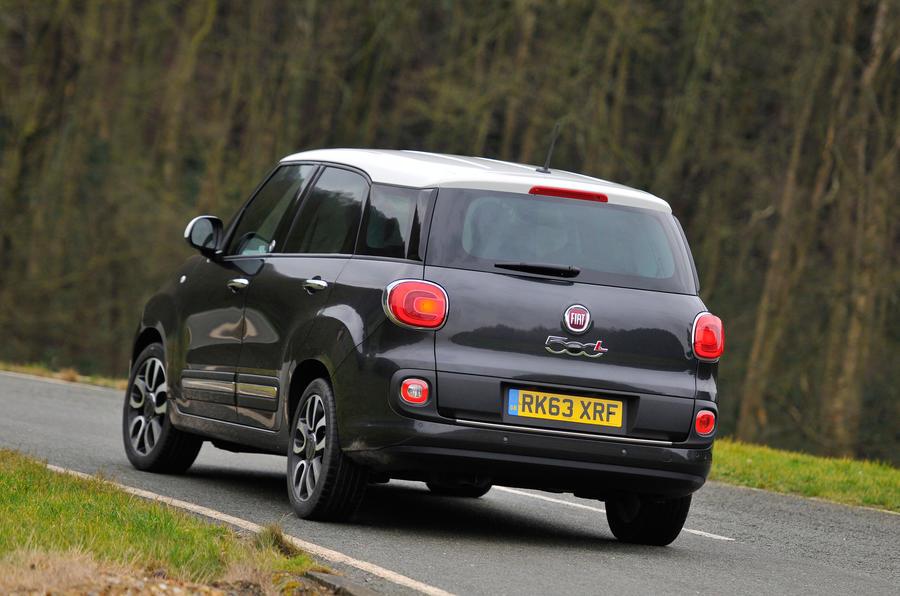 Fiat 500L rear cornering