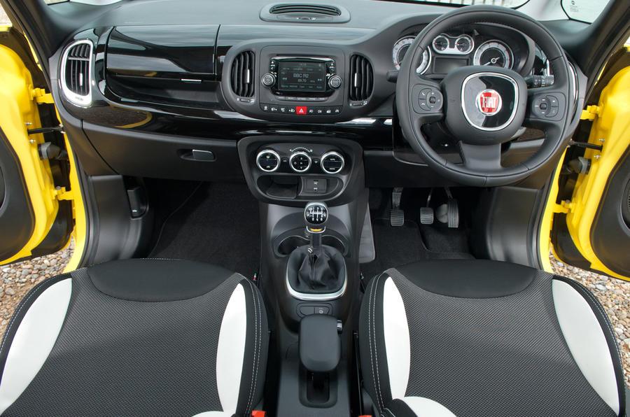 Fiat 500L Trekking dashboard