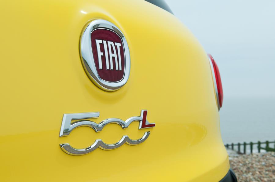 Fiat 500L Trekking badging