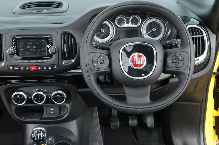 Fiat 500L Trekking steering wheel